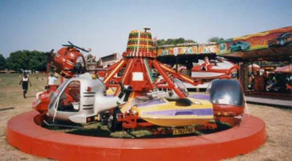 Lifting Jets fairground ride